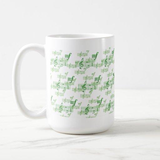 Viértalo ruidosamente tazas de café