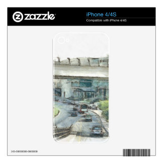 View of cars and traffic in Dubai iPhone 4 Skin