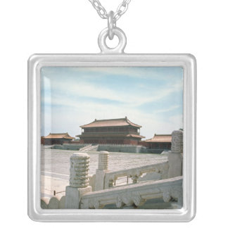 View of the central ramp personalized necklace