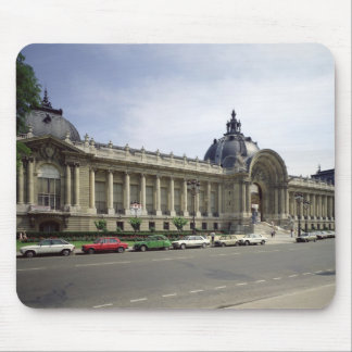 View of the facade of the Petit-Palais Mouse Pad