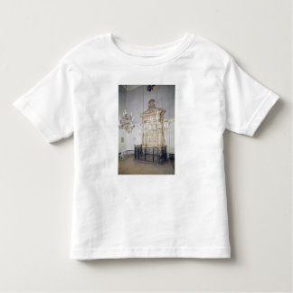 View of the interior of the Cavaillon Tee Shirt
