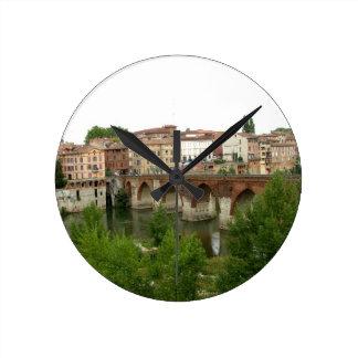 View of the old bridge (photo) round clock