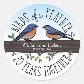 vigésimo Aniversario de boda, Bluebirds de una Pegatina Redonda