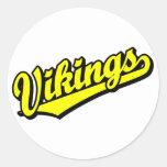 Vikingos en amarillo etiquetas redondas