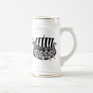 Vikingos en el dibujo blanco y negro de la tinta d tazas de café