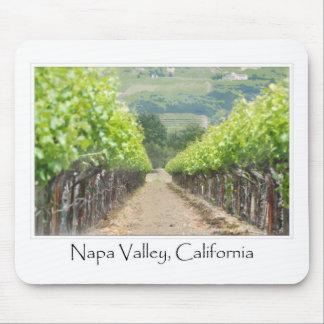 Viñedo de la primavera en Napa Valley California Alfombrillas De Ratón