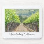 Viñedo de la primavera en Napa Valley California Tapete De Ratón