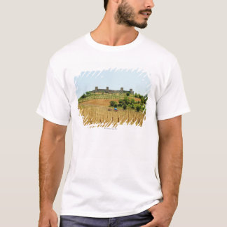 Vineyard in front of a fort, Monteriggioni, T-Shirt