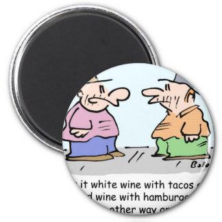 Vino blanco con el tacos, vino rojo con las hambur imán redondo 5 cm