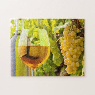 Vino blanco y uvas puzzle