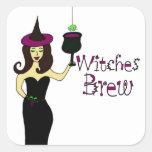 """Vino de Halloween Brew de las brujas"""" de la bruja  Pegatinas Cuadradas Personalizadas"""