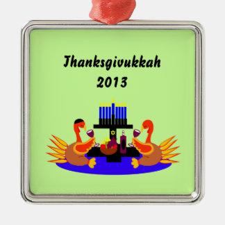 Vino de Thanksgivukkah que tuesta el ornamento de Adorno Navideño Cuadrado De Metal