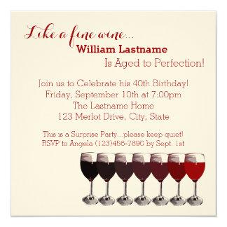 """Vino rojo envejecido al cumpleaños de la invitación 5.25"""" x 5.25"""""""