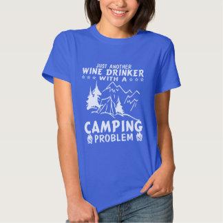 Vino y el acampar remeras