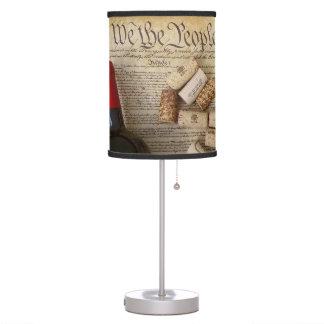 ¡Vino y lámpara de mesa frescos de la constitución