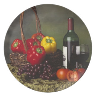 Vino y placa de las uvas plato de cena