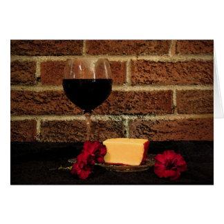 Vino y queso que piensan en usted tarjeta de felicitación