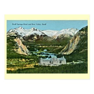 Vintage Banff Springs Hotel y valle del arco Tarjeta Postal