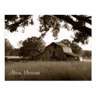 Vintage Barn in Alton, Missouri Postcard