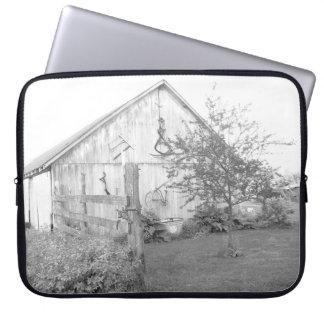 Vintage Barn Laptop Sleeve