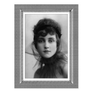 Vintage Beauty - The Look - in black & white Postcard