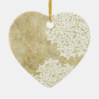 Vintage blanco floral adorno navideño de cerámica en forma de corazón
