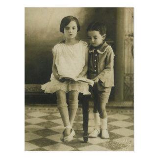Vintage Brother y hermana Postal