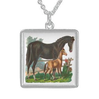 Vintage, caballo negro y pequeño caballo de Brown Grimpolas