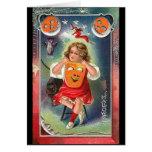 Vintage - chica de Halloween con la máscara Felicitación