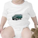 Vintage clásico verde de Landy Land Rover que cami