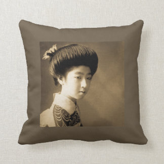 Vintage Classic Japanese Beauty Geisha 芸者 Japan Throw Pillow