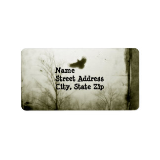 Vintage con el cuervo etiquetas de dirección