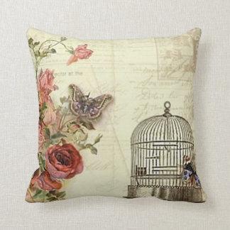 Vintage con la jaula de pájaros de los rosas almohada