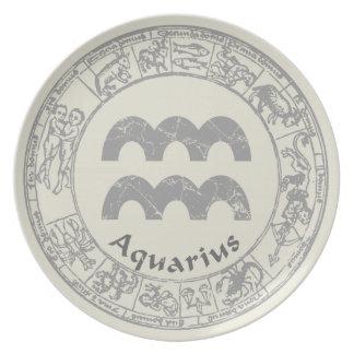 Vintage de la muestra del zodiaco del acuario platos para fiestas
