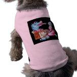 Vintage de respiración del dragón de la mujer y de camisa de perro