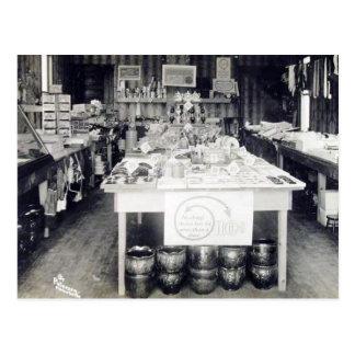 Vintage del interior de la tienda de moneda de tarjeta postal