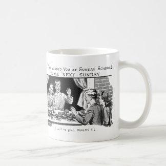 Vintage del kitsch le faltamos escuela dominical taza clásica