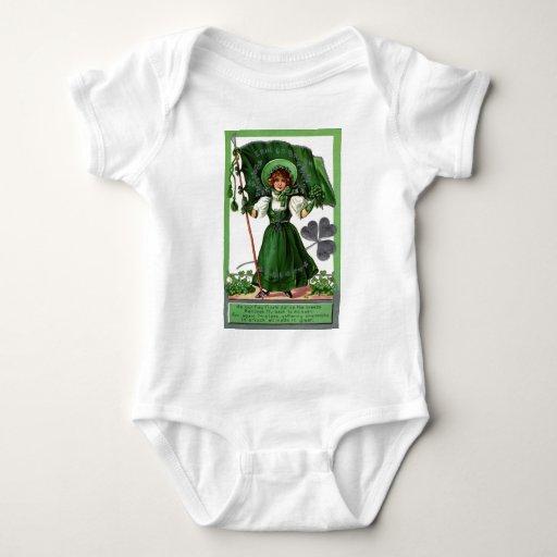 Vintage - día del St Patricks - mujer y tréboles Tshirt