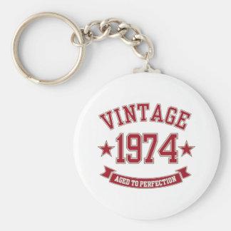 Vintage envejecido a la perfección 1974 llavero redondo tipo pin