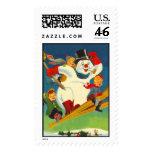 Vintage escarchado el muñeco de nieve en los esquí