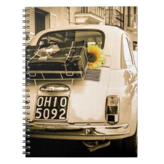 Vintage Fiat 500 Cinquecento en la libreta de Ital