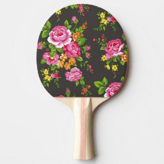 Vintage floral con los rosas rosados pala de ping pong