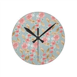 Vintage, flores color de rosa románticas reloj redondo mediano