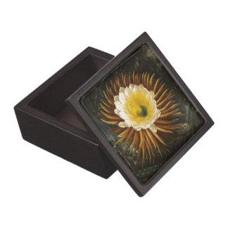 Vintage Flower Night-Blooming Cereus Thornton Premium Gift Box