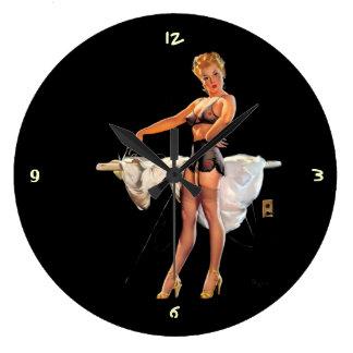 Vintage Gil retro Elvgren que plancha al chica mod Relojes De Pared