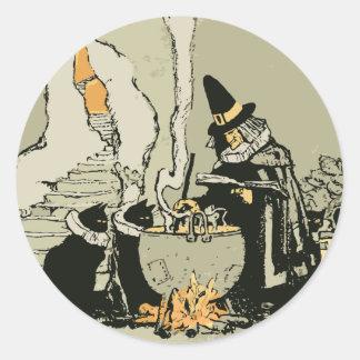 Vintage Halloween, bruja con la caldera y los Pegatina Redonda
