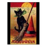 Vintage Halloween con un gato negro, una escoba y  Tarjeta Postal