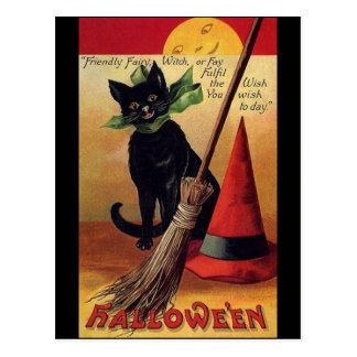 Vintage Halloween con un gato negro una escoba y Tarjeta Postal