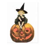 Vintage Halloween de la mujer de Witchy Postal