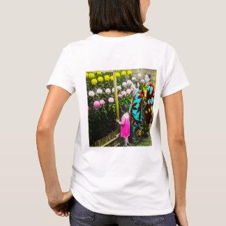 Vintage Japanese Family at Chrysanthemum Show T-Shirt